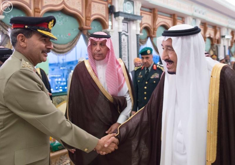 خادم الحرمين يَسْتقْبل رئيس هيئة الأركان الباكستانية ووزيري الشؤون الإسلامية والحج