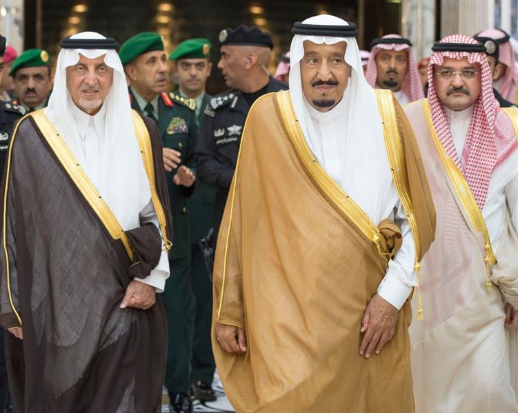 صور | خادم الحرمين يصل المدينة المنورة قادماً من جدة ويزور المسجد النبوي