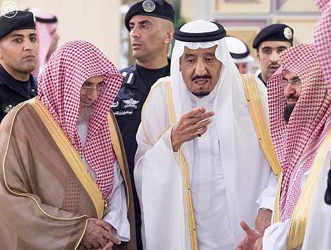 خادم الحرمين الشريفين يصل إلى مكة المكرمة لقضاء العشر الأواخر من رمضان بجوار بيت الله الحرام
