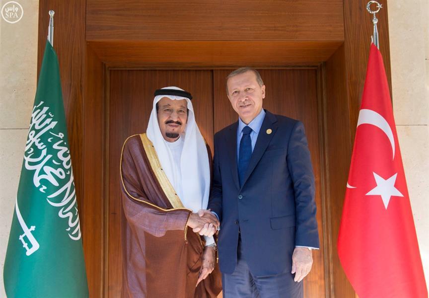 خادم الحرمين يهنئ الرئيس التركي بعودة الأمور إلى نصابها