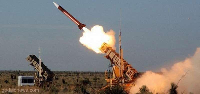 قوات الدفاع الجوي تتصدى لصاروخ باليستي قادم من الأراضي اليمنية بإتجاه الطائف