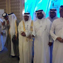 الثقفي يكرم أيمن القريقري في احتفالية تعليم جدة بيوم المعلم العالمي
