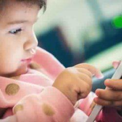 """""""النيابة"""" تحذر الآباء والأمهات: لا تتركوا أطفالكم للأجهزة الذكية والألعاب الإلكترونية فترات طويلة"""