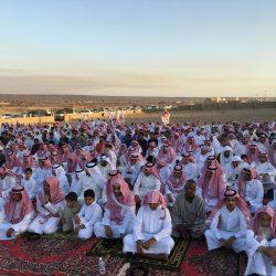 أهالي قرية ملح الشمالي يؤدون صلاة العيد