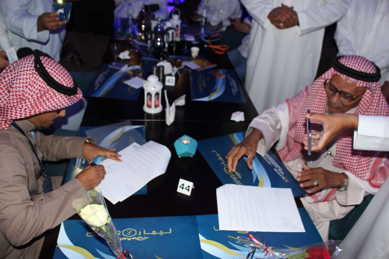 رواد الخير يوزعون الخير في مدينة جدة