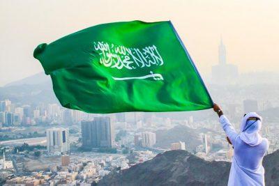 """في يوم الوطن """"الهذلي"""" يرفع راية التوحيد من أعلى جبال مكة"""