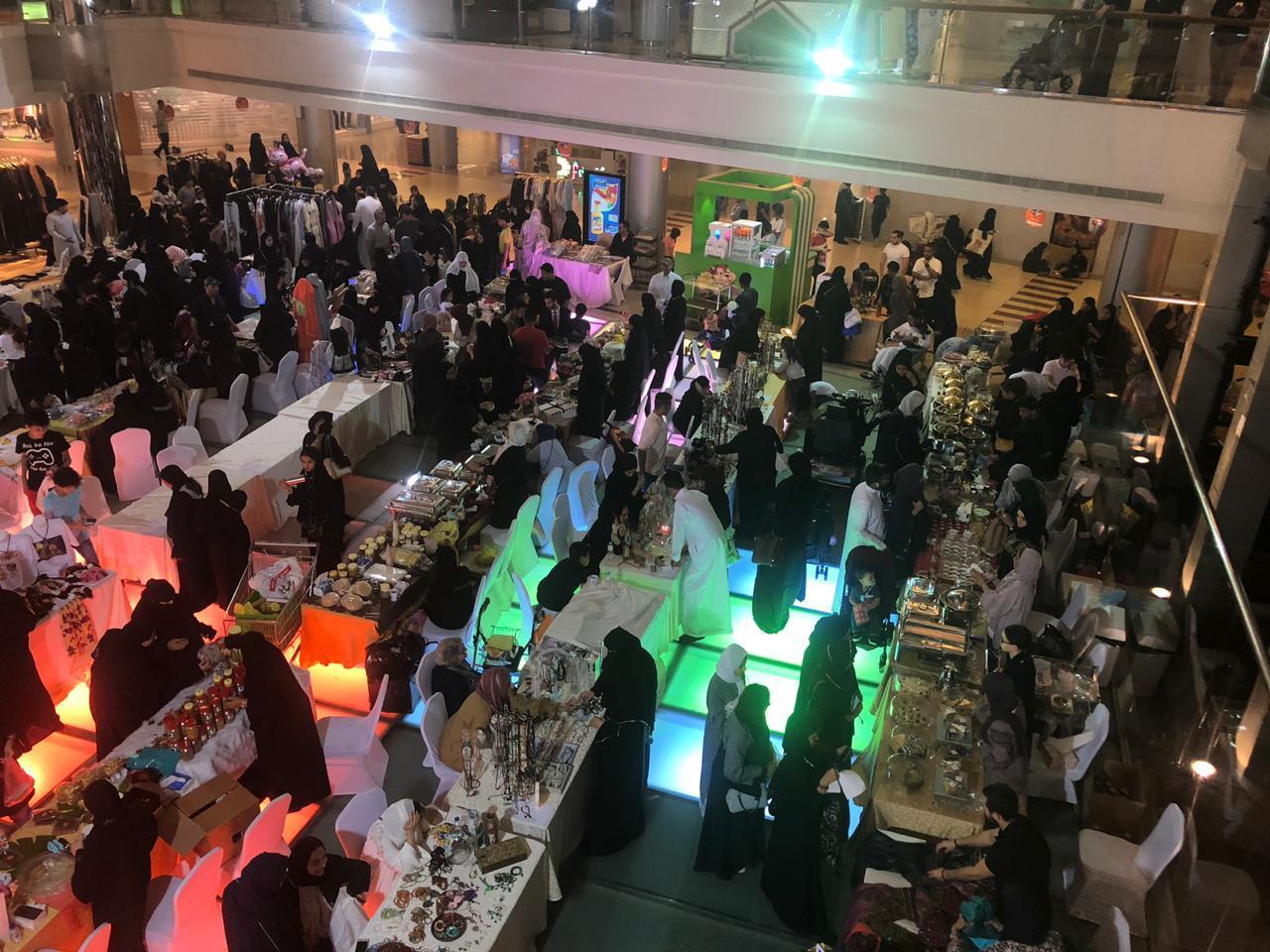 100 أسرة عرضت آخر ابداعاتها  11 ألف زائر في احتفالية الأسر المنتجة بجدة