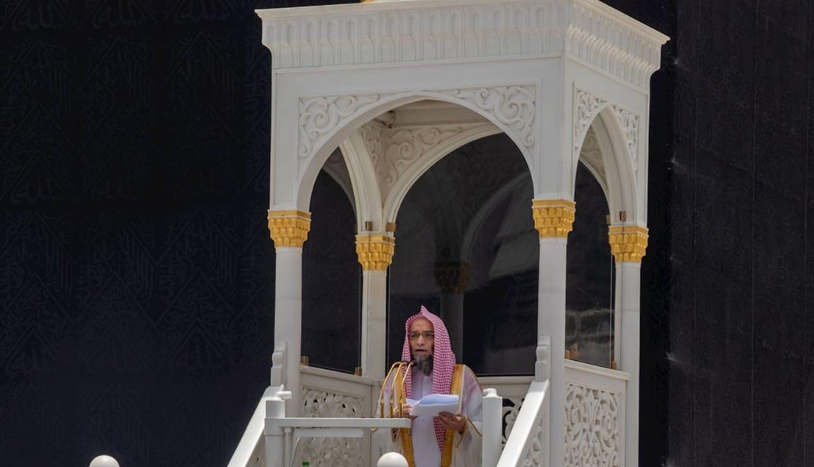 امام وخطيب المسجد الحرام في خطبة الجمعة : أفضل العلم هو العلمُ بالله و العلم بأسمائه و صفاته و أفعاله