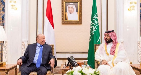 ولي العهد يجتمع مع الرئيس اليمني ويستعرضان التطورات في عدن