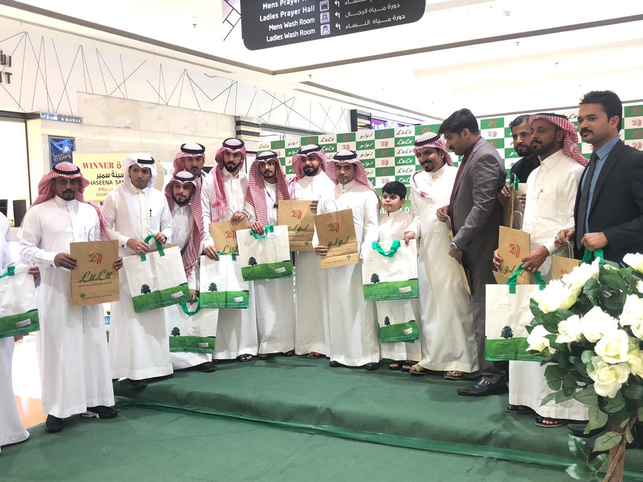 بيئة مكة ولولو تدشنان حملة لاكياس التسوق الصديقة للبيئة في جدة