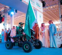 أمير القصيم و رئيس مجلس إدارة الإتحاد السعودي للسيارات والدراجات النارية يُعطيان شارة الإنطلاق لرالي القصيم