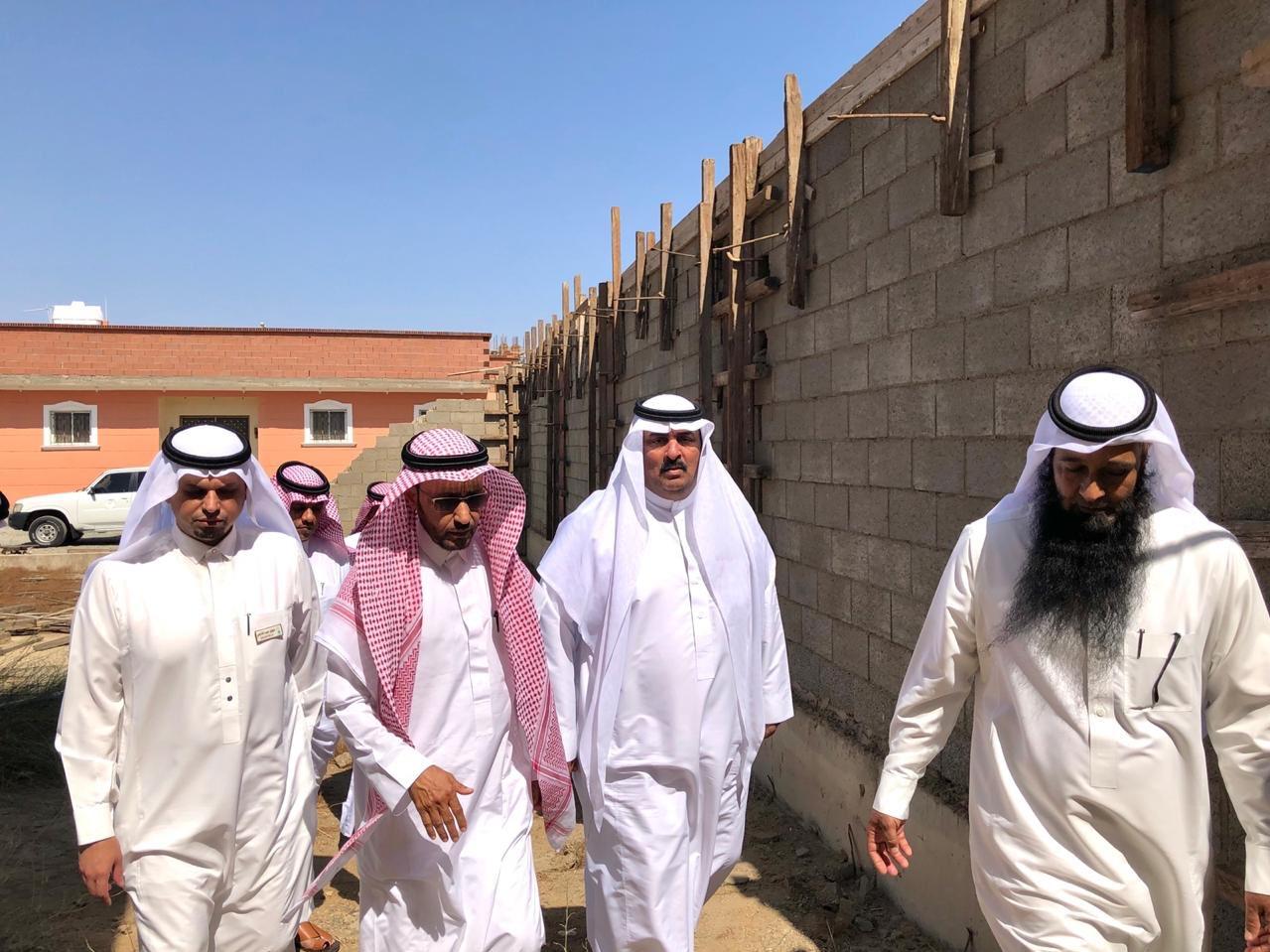 مدير تعليم جدة يتفقد مبنى مجمع ذات النطاقين التعليمي المتعثر