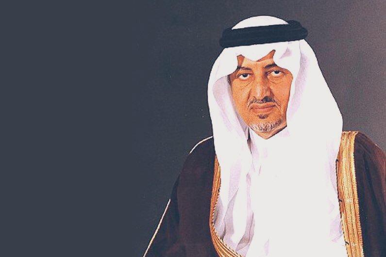 برعايه الامير خالد الفيصل الكتاب والمثقفون يلقون الضوء علي كتاب الفيصل  ان لم   فمن