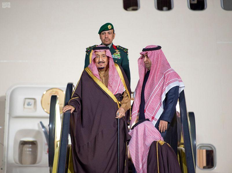 وصول خادم الحرمين الشريفين إلى الرياض