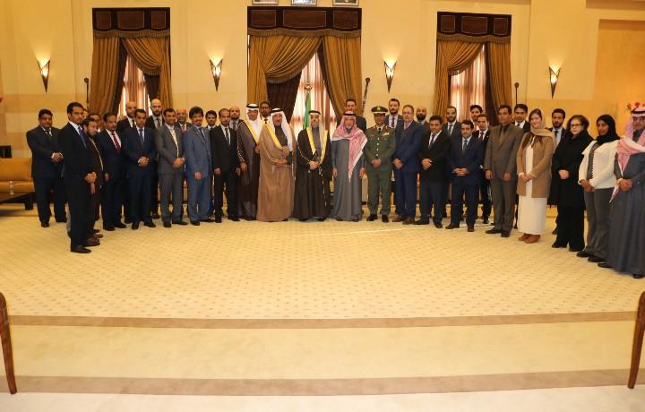 سمو وزير الخارجية يزور سفارة المملكة في تونس