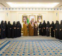 أمير القصيم يلتقي 59 عضواً من فريق جمعية كبدك التطوعي