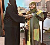 القائدة إيمان فرج تكرم المدربة نادية في دورة العلاقات والإعلام بأدبي مكة