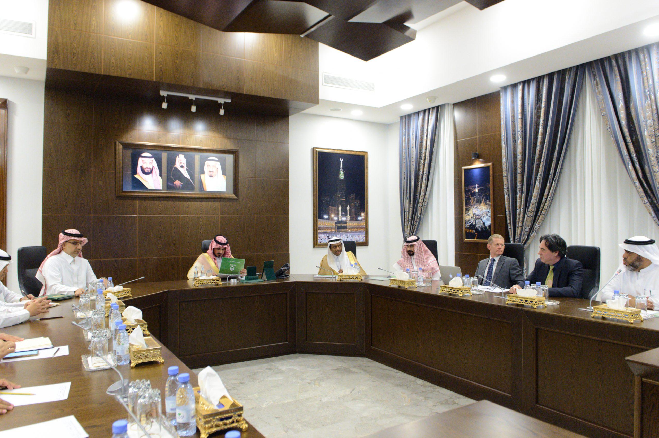 نائب أمير مكة المكرمة يترأس إجتماعا بحضورنائب وزير الحج والعمرة والرئيس التنفيذي لشركة المياه الوطنية