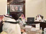 الأمير بدر بن سلطان يرأس اجتماعا  لمؤسسات الطوافة والزمازمة في مقر الإمارة بجدة
