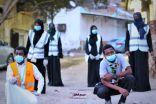 """بالصور.. فريق """"لأجلك يا وطن"""" التطوعي وكشافة """"علا مكة"""" يشاركان مركز حي الهنداوية توزيع وجبات إفطار صائم"""