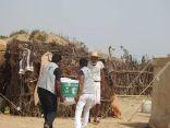 مركز الملك سلمان للإغاثة يوزع 1800 سلة غذائية في المناطق المحاذية لصعدة