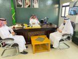 نيابة عن مدير تعليم جدة؛ الشابحي يكرم معلمي ثانوية خليص