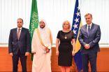 """"""" وزير الإسلامية """" السعودية تمد يد المساعدة لكافة الشعوب بلا تفريق أو نظر لدين أو عرق"""